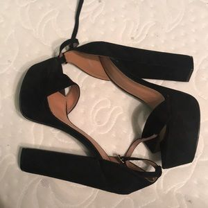 Black classic stack /  Platform heels